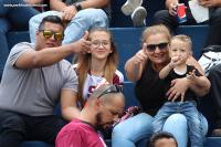 Familia morada disfruta el partido